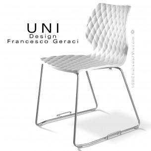 Chaise design UNI, piétement luge chromé avec système d'accroche, assise coque blanche.