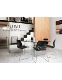 UNI chaise design piétement luge chromé avec système d'accroche assise coque couleur noire.