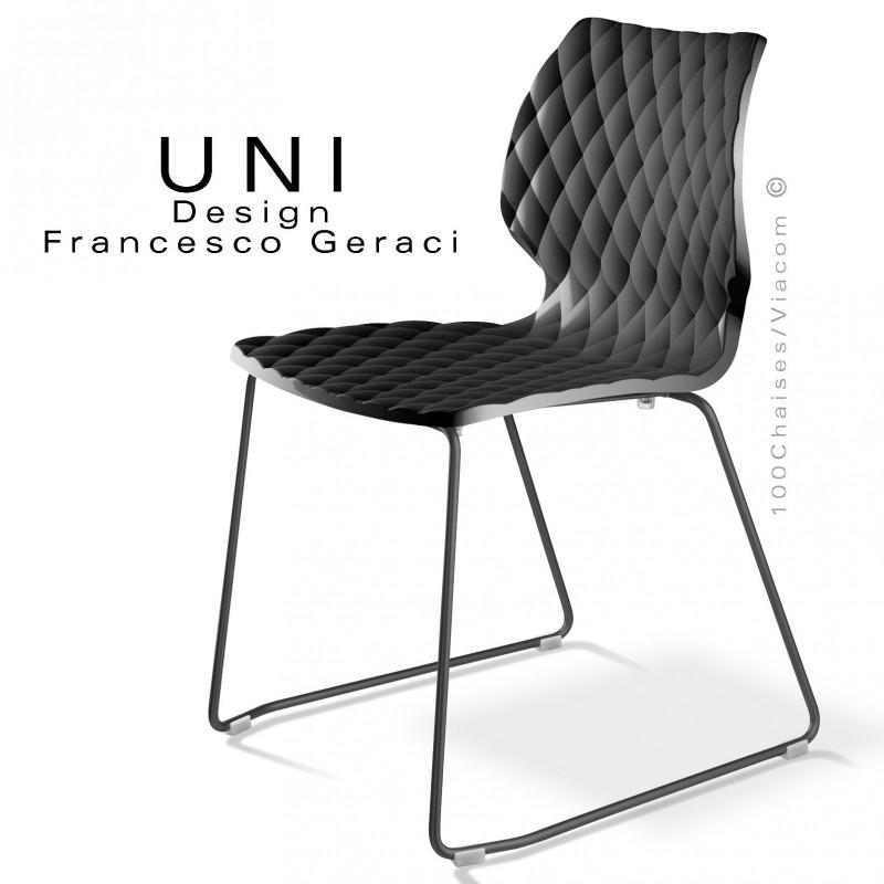 Chaise design UNI, piétement luge peint noir, assise coque couleur noir.