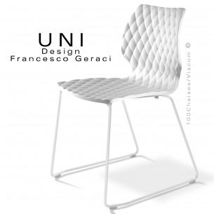 Chaise design UNI, piétement luge peint blanc, assise coque couleur blanche.