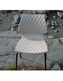Exemple de la chaise UNI en situation, terrasse, café, restaurant, hôtel, salle de conférence.