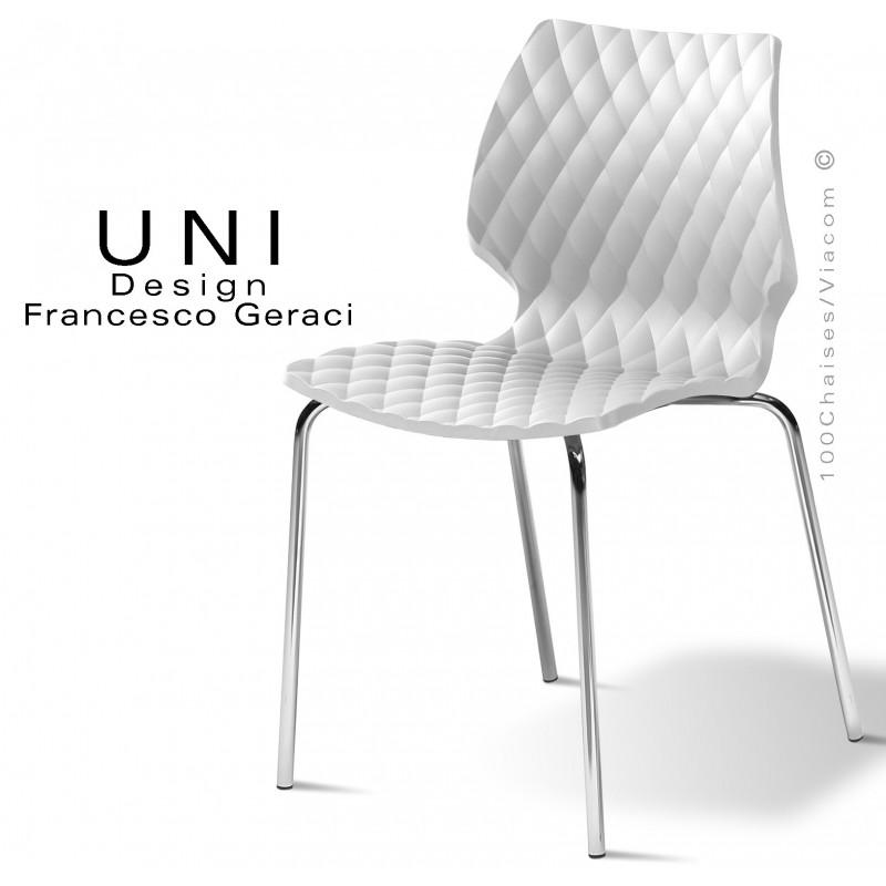 Chaise UNI, piétement 4 pieds acier chromé, assise coque effet matelassé couleur blanche.