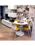 Exemple mobilier en situation chaise design UNI, assise coque effet matelassé.