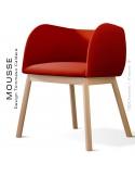 Fauteuil Mousse, piétement bois hêtre naturel, assise et dossier garnie, habillage tissu rouge