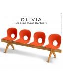 Banc design OLIVIA, piétement bois, assise 4 places coque plastique couleur orange.