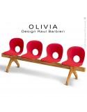 Banc design OLIVIA, piétement bois, assise 4 places coque plastique couleur rouge.