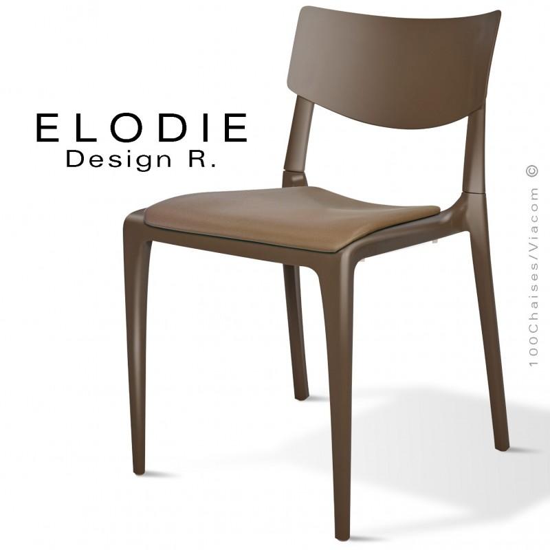 Chaise design ELODIE, structure et piétement plastique couleur marron, avec coussin d'assise couleur taupe.