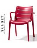 Fauteuil SUNSET, structure plastique couleur rouge Géranium avec accoudoirs, empilable pour terrasse.