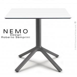 Table NEMO, pour CHR., piétement aluminium peint anthracite, plateau 80x80 cm., carré compact couleur blanc.