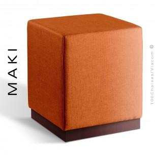 Pouf carré MAKI, socle bois vernis acajou, assise et côtés habillage tissu Esedra couleur orange-brique.