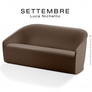 Canapé SETTEMBRE, structure monobloc plastique couleur marron.