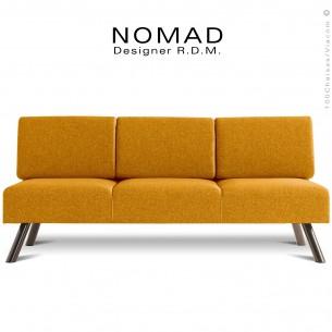 Banquette 3 places design NOMAD, piétement acier peint brun, assise et dossier habillage tissu orange.