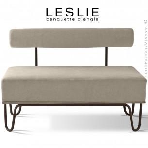 Banquette design LESLIE, piétement acier peint marron, structure bois, habillage tissu synthétique couleur crème.