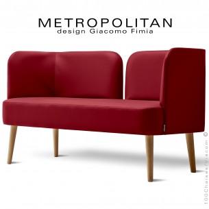 Banquette design METROPOLITAN, piétement bois naturel, habillage cuir synthétique couleur rouge.