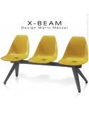 Banc design X-BEAM, structure acier peint anthracite, assise coque plastique couleur jaune d'or avec incrustation bois.