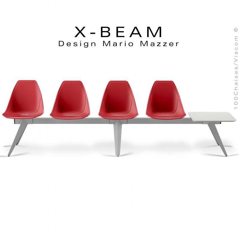 Banc design X-BEAM, structure acier peint aluminium, assise coque plastique rouge avec incrustation bois.