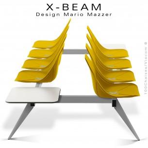 Banc design X-BEAM, structure acier peint aluminium, assise coque plastique jaune avec incrustation bois.