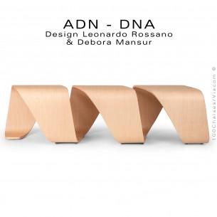 Banc d'attente 3 places - ADN aux formes hélicoïdales en multicouche de bois de hêtre, finition placage chêne naturel.