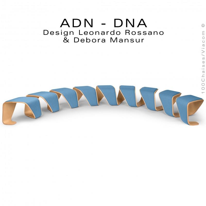 Banc d'attente courbe 10 places - ADN aux formes hélicoïdales, finition placage chêne, habillage tissu bleu.