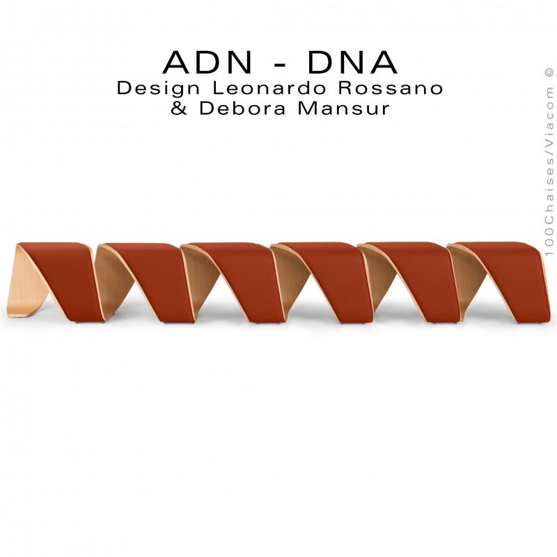 Banc d'attente 6 places - ADN aux formes hélicoïdales placage chêne naturel, habillage tissu brique rouge.