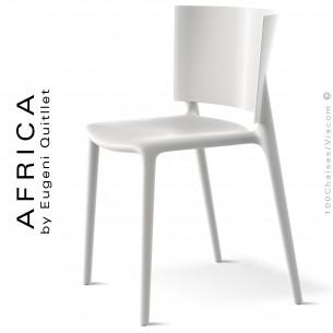 Chaise d'aspect laquer pour extérieur ou terrasse AFRICA, structure et assise coque plastique blanche.