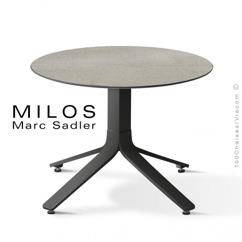 Table basse MILOS, plateau HPL 60 ciment, pied aluminium peint noir foncé.
