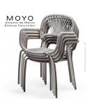 Fauteuil MOYO, structure acier peint, assise tressée ambiance.