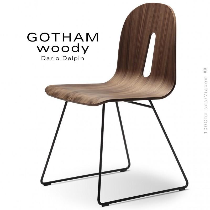 Chaise design GOTHAM WOODY-SL, piétement luge acier noir, assise coque bois noyer.
