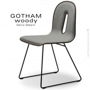 Chaise GOTHAM WOODY-SL-I, piétement luge noir, assise et dossier bois noyer, habillage tissu 600gris.