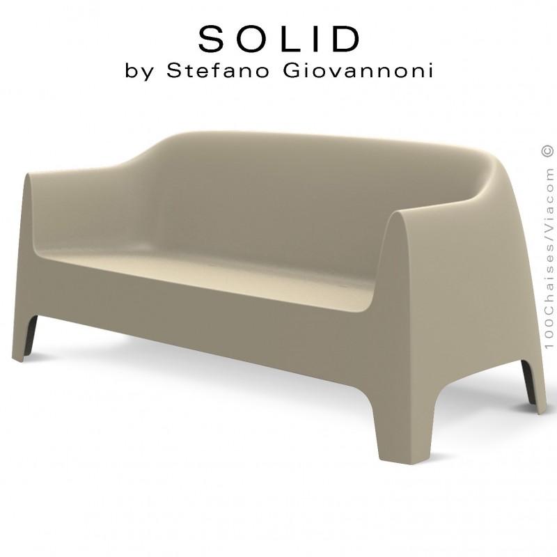 Canapé ou Sofa lounge design SOLID, structure 4 pieds avec accoudoirs, assise plastique couleur écru.