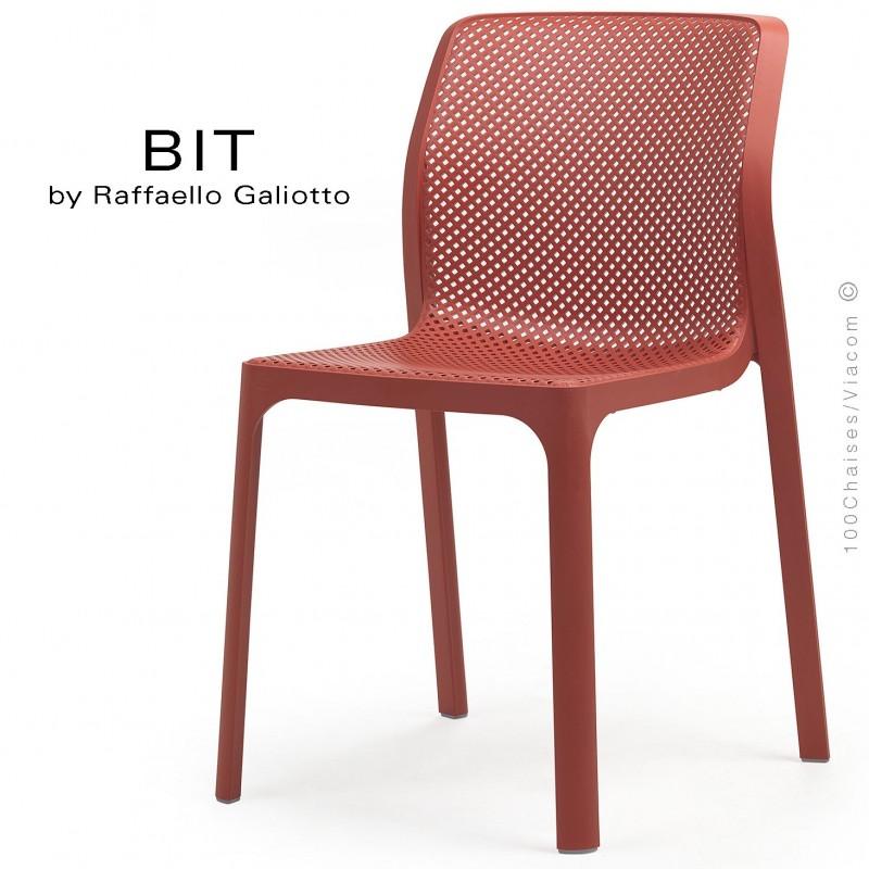 Chaise design BIT, sturcture et assise plastique couleur rouge corail.