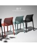 Chaise design BIT, sturcture et assise plastique couleur. Lot de 6 pièces.
