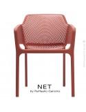 Fauteuil design NET, structure et assise plastique couleur rouge.