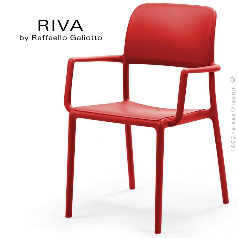 Fauteuil design RIVA, sturcture et assise plastique couleur rouge.