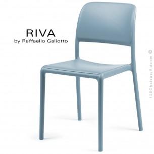 Chaise design RIVA, sturcture et assise plastique couleur bleu clair.