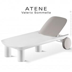 Bain de soleil ou chaise longue ATENE, structure monobloc plastique couleur blanc avec roulettes et dossier crème.