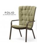 Fauteuil bergère FOLIO, structure et assise plastique marron avec coussin tissu vert.