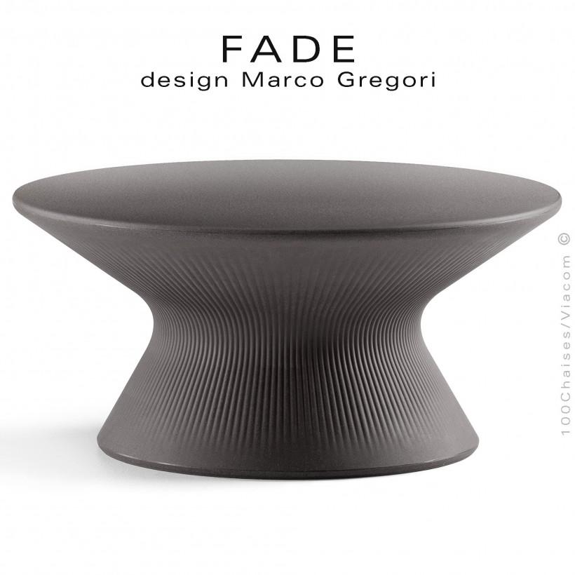 Table basse ronde design FADE, structure plastique couleur granite, pour terrasse en bord de mer ou à la montage.