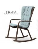 Fauteuil à bascule design FOLIO, structure et assise plastique marron, avec coussin tissu bleu.