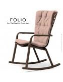 Fauteuil à bascule design FOLIO, structure et assise plastique marron, avec coussin tissu rose.