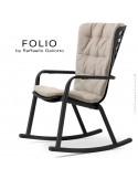 Fauteuil à bascule design FOLIO, structure et assise plastique noir, avec coussin tissu crème.