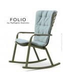 Fauteuil à bascule design FOLIO, structure et assise plastique vert, avec coussin tissu bleu.