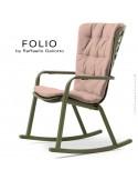 Fauteuil à bascule design FOLIO, structure et assise plastique vert, avec coussin tissu rose.