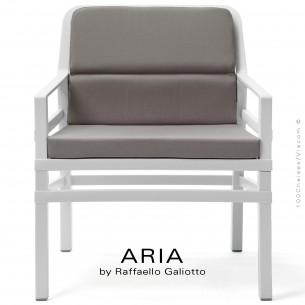 Fauteuil lounge ARIA FIT, structure plastique blanc, avec coussin d'assise et dossier gris.