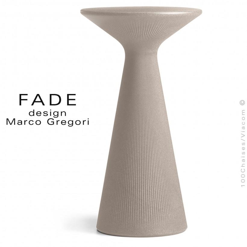 Table haute ou mange debout design FADE, structure plastique couleur pierre pour terrasse en bord de mer et montage.