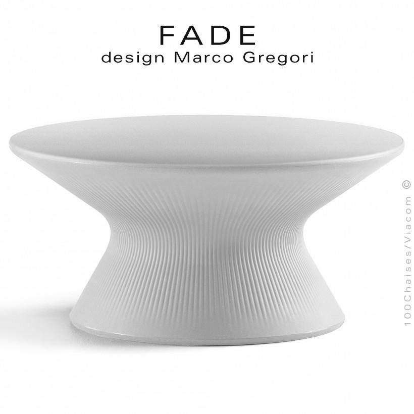 Table basse ronde design FADE, structure monobloc plastique blanc, pour terrasse bord de mer ou montage.