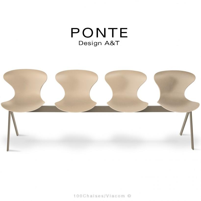 Banc PONTE 4 places, piétement acier peint beige nacré, coque plastique couleur crème.