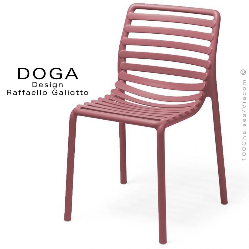 Chaise design DOGA, structure et assise plastique couleur rouge Marsala.