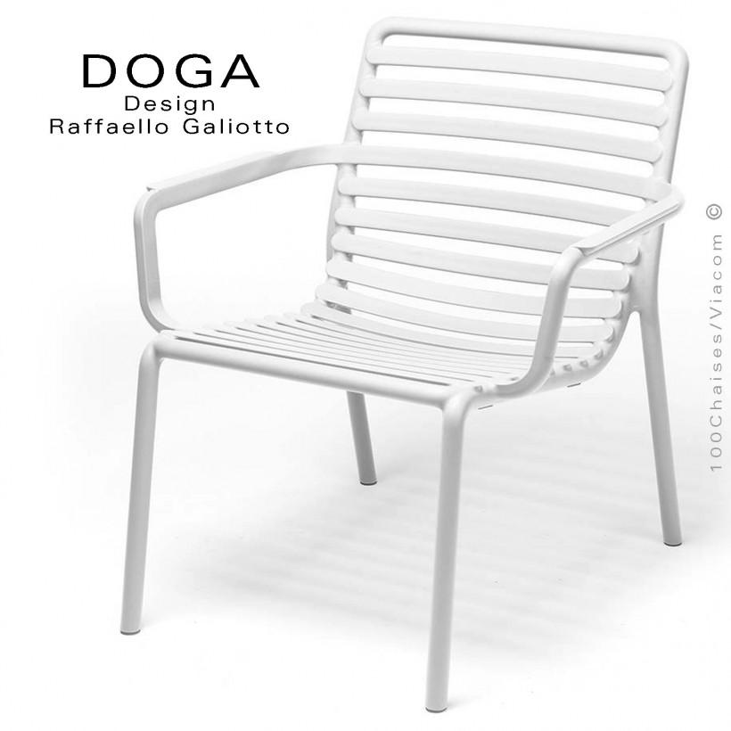 Fauteuil lounge design DOGA relax, structure et assise plastique monobloc couleur blanc.