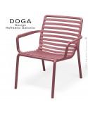 Fauteuil lounge design DOGA relax, structure et assise plastique monobloc couleur rouge Marsala.
